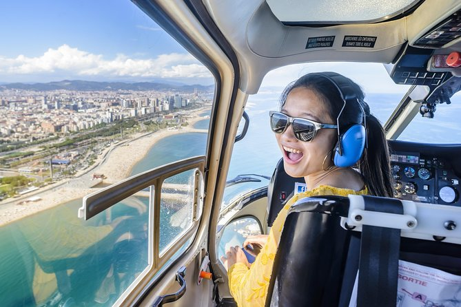 360º Barcelona SkyWalk: Old Town Walking, Helicopter flight & Sailing