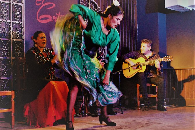 Skip the Line: Flamenco Show with Dinner and Workshop in Madrid Ticket