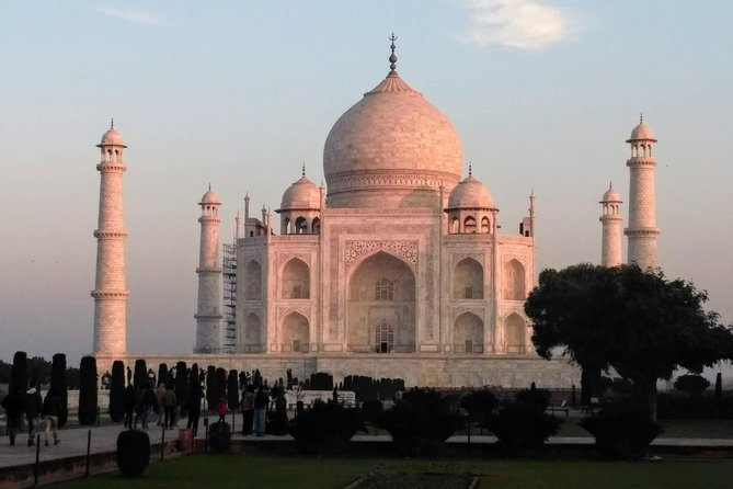 Weekend Tour of Taj mahal with Sunrise and Sunset From Mumbai