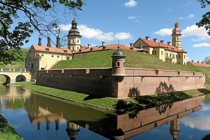 Shared transfer to Mir & Niasvizh castle: min 2 people