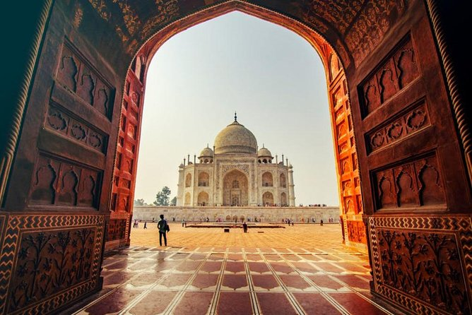 Agra Day Tour of Taj Mahal and Agra Fort by Superfast Train- All Inclusive