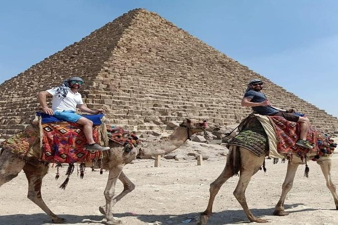 Private tour to the pyramids & sphinx and Egyptian museum including lunch