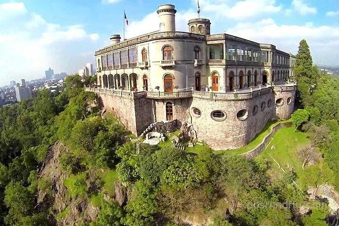 Entrance to Chapultepec Castle without Rows!