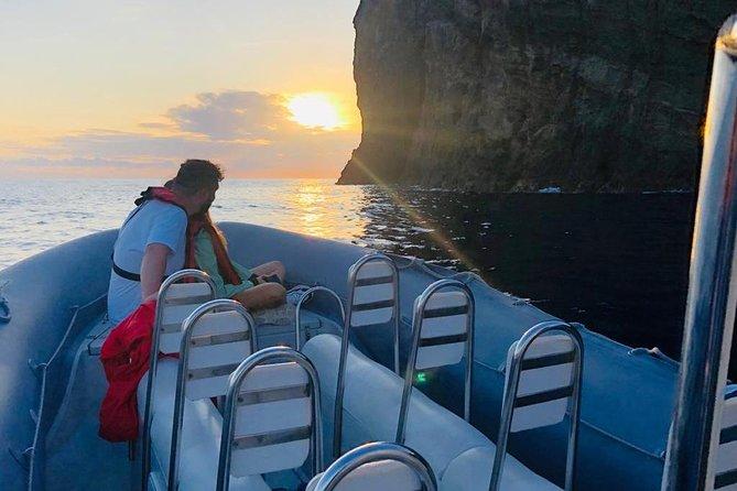 Puesta de sol en barco en las Azores, Isla Terceira   OceanEmotion
