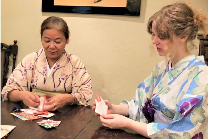 Origata experience - Japanese gift wrapping workshop by folding a paper