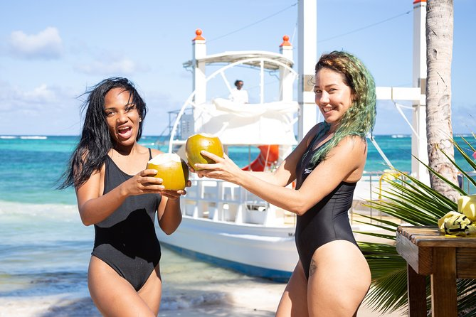 B.B.Q. on Board + Party Boat in Punta Cana (Only Private Group)