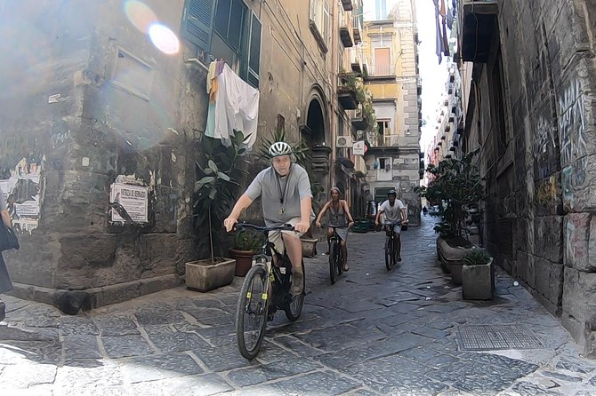 Exciting e-bike ride in the heart of Naples