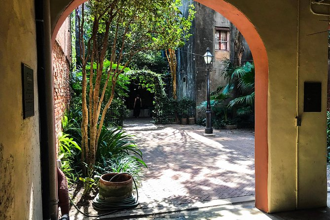 Le Monde Creole: Tour private French Quarter courtyards and cemetery photo 4