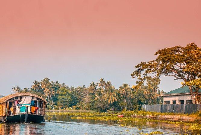 Cochin to Munnar, Thekkady & Alleppey (6 Days)