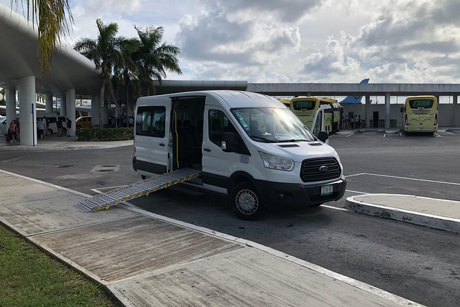 Adapted Transportation from the Airport to Hotels in Cancun