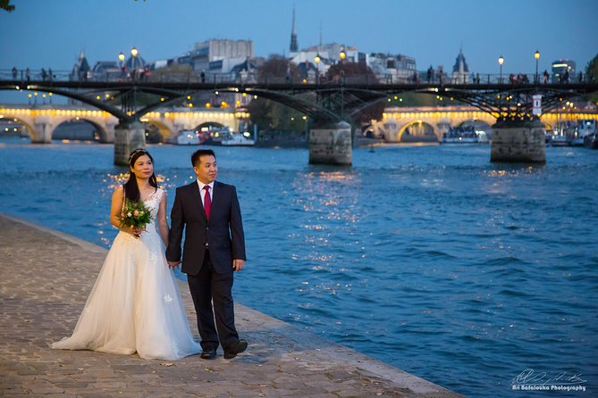 Professional Photo Shoot Walking Tour in Central Paris