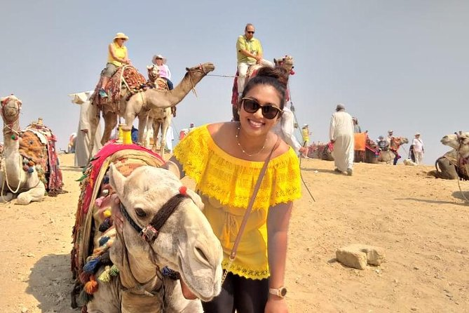Private Tour to Pyramids of Giza Plateau in 4 Hours with Lunch and Camel ride