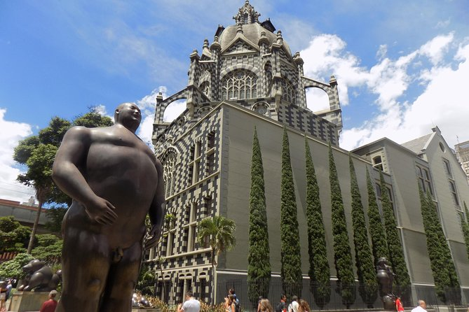 Connect to Medellín and collect the best in half a day tour!