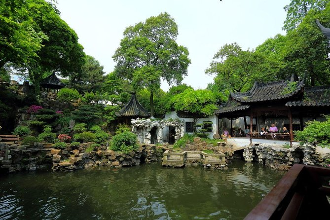 Shanghai Half Day Bus Tour: Yu Garden, Bund, Nanjing Road, Confucius Temple photo 1