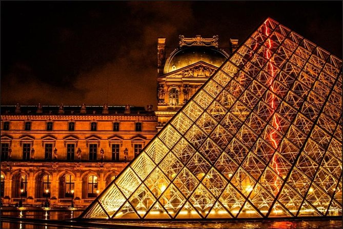 Experience a Private Magical Evening at the Louvre Museum with a Local