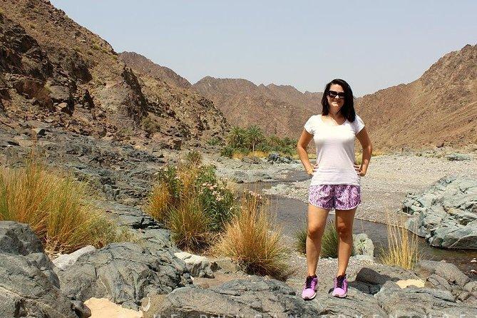 Wadi Abyadh y Wekan Village (Viaje de un día) 4WD: Muscat Tours