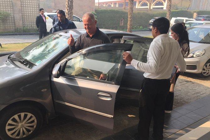 Taxi to Taj Mahal with Driver Single Day Agra Tour