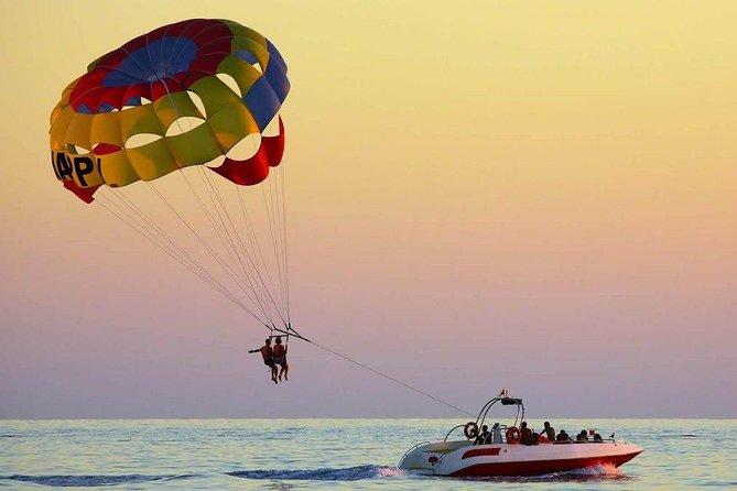 Parasailing Adventure & Boat Tour of Jumeirah Beach in Dubai
