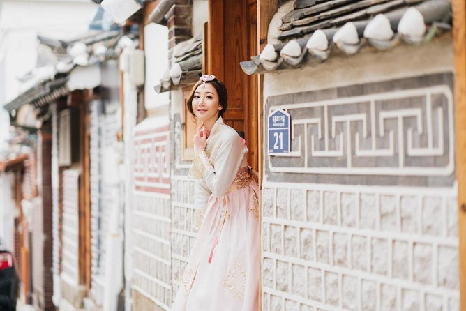 Explore Bukchon Hanok Village, with Seoul Professional Photographer