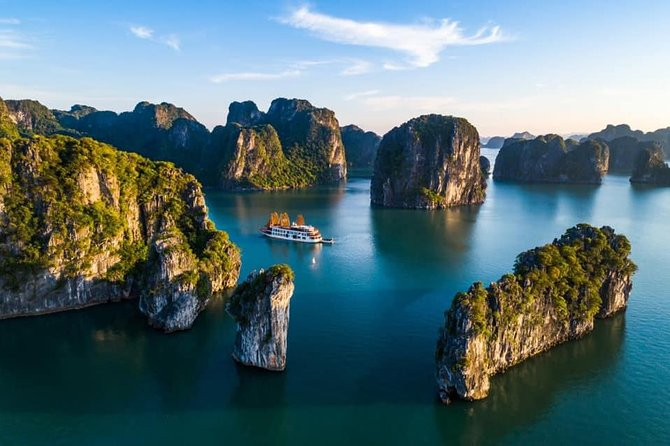 Northern Vietnam Getaway 4days/3 nights incl. Halong Bay cruise + Bonuses