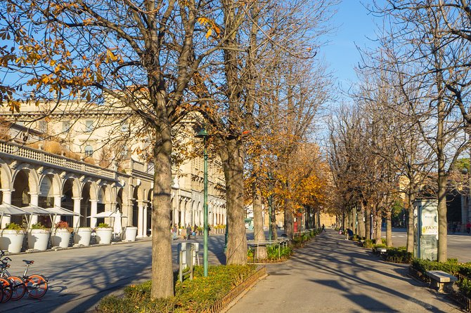 Visit Bergamo and its Lower Town among the shopping streets (min.2 people)