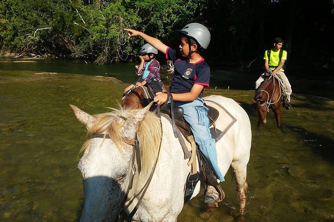 Xunantunich, Horseback Riding, and Chocolate-Making Combo Tour from San Ignacio