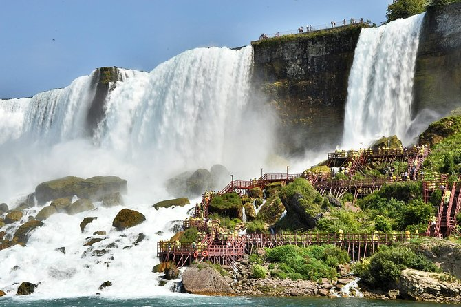 Small Group Niagara Falls American & Canadian Side ComboTour and Boat Ride