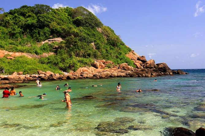 Private day tour forest rock sigiriya to dolphins in trincomalee beach