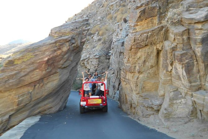 Indian Canyons Walking Tour by Jeep from Palm Springs