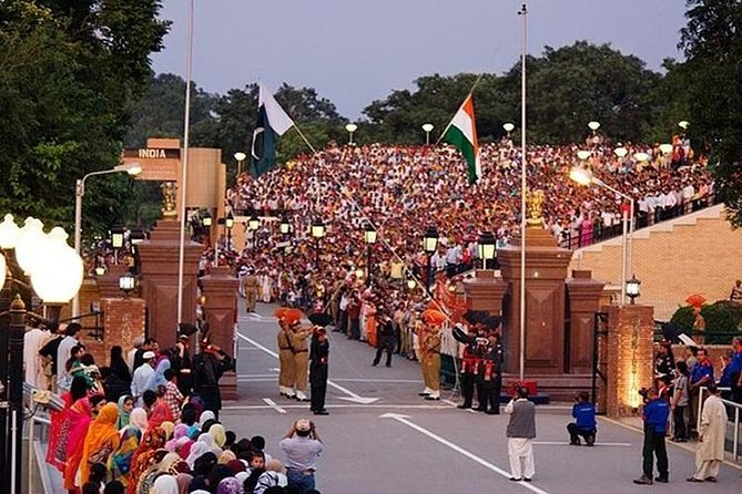 Private Tour to Golden Temple, Jallianwala Bagh, and Wagah Border Ceremony