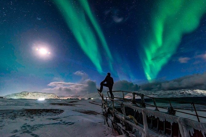 Northern Lights Hunting by forecast. Evening in the Murmansk