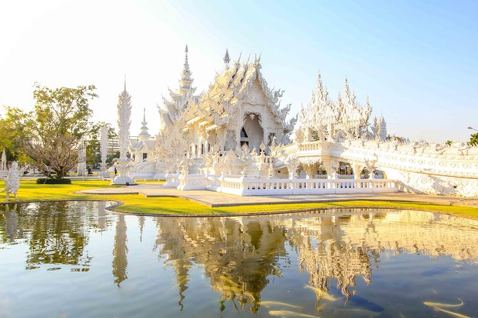 Day Trip to Chiang Rai & White Temple