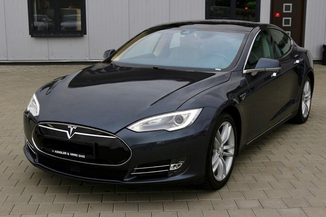 Vienna City Day Tour in Luxury Eco-Friendly Tesla