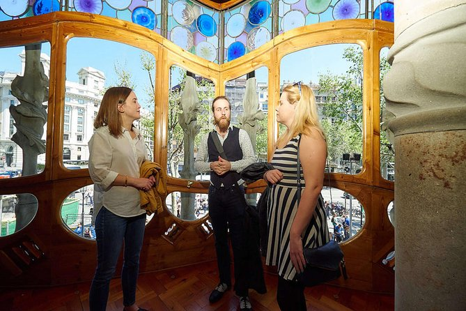 Expert Led Tour of Gaudi's Architecture in Barcelona