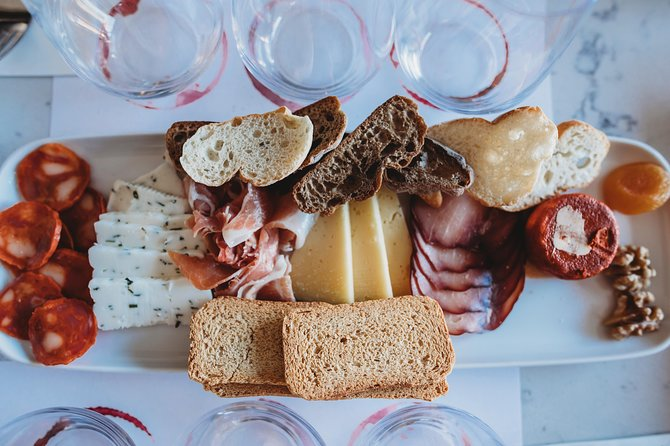2 Hour Wine Tasting and Cheese Lunch in Portuguese Wine Bar