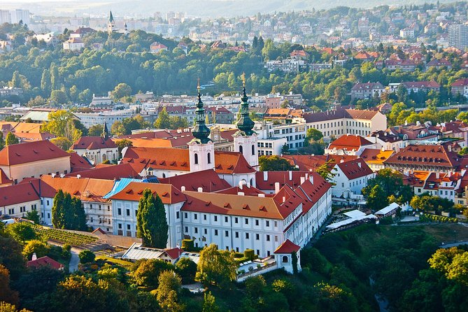 Private Transfer from Nuremberg to Prague with 2h of Sightseeing