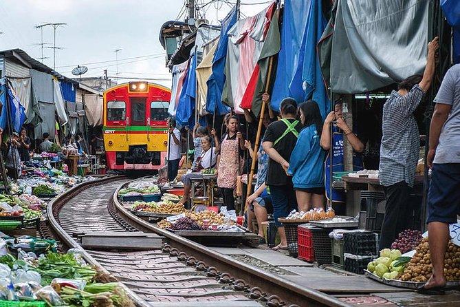 Excursión de un día al mercado arriesgado y al mercado flotante Damnoen Saduak