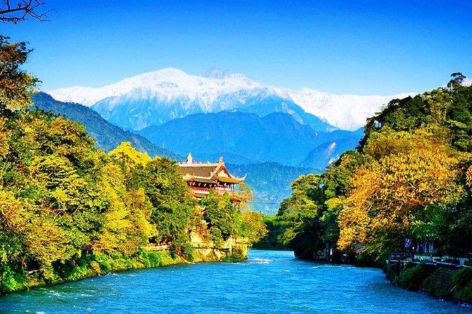 2 Days Chengdu City Tour with Dujiangyan Irrigation System & Mount Qingcheng