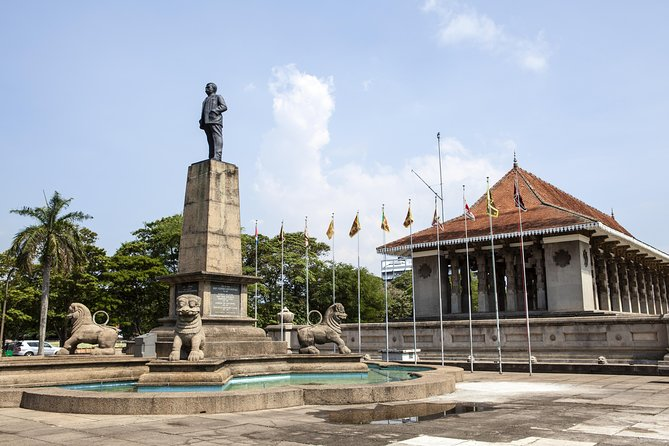 Explore Colombo, Sri Lanka In World War II Jeep - A Guided Tour photo 4