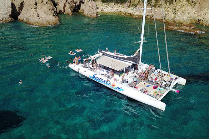 Sailing along the Costa Brava in a big Catamarán with buffet-barbacue and bathing inlet. Drinks included.