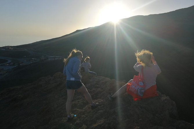 Catania: Etna Winter Sunset Jeep Tour with Lunch