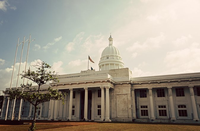 Explore Colombo in an Open Deck - A Guided Tour