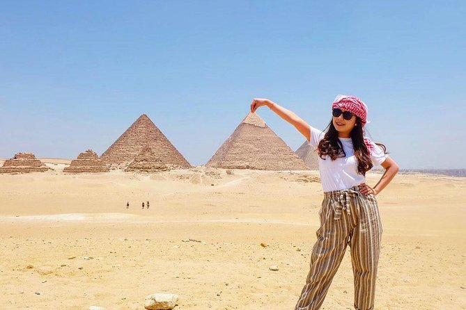 Private Full-Day Tour Visiting Giza Pyramids,Memphis Sakkara with Lunch Included