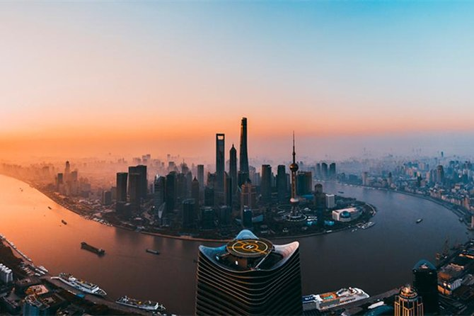 A private day tour by metro with Shanghai Tower, Shanghai Zoo and Nanjing Road photo 1