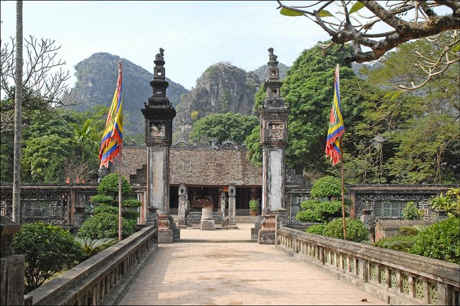 Private Minivan 16 seats to Ninh Binh - Hoa Lu - Tam Coc round trip 1 day