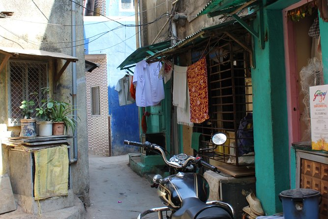 Experience the Off Beat and Alternative Tour of Mumbai! photo 4