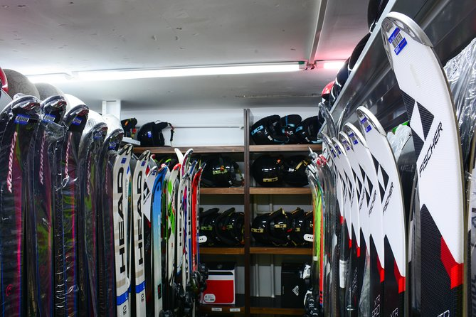 Ski and Snowboard equipment rental in Borovets