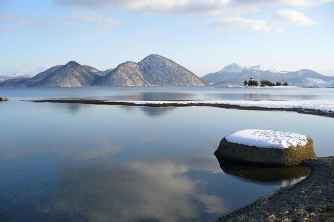 Winter Lake Shikotsu and Lake Toya Tour (Multilingual Audio Included)