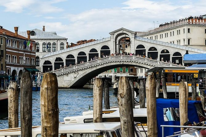 Venice hidden and highlights spots Walking Tour with Gondola ride