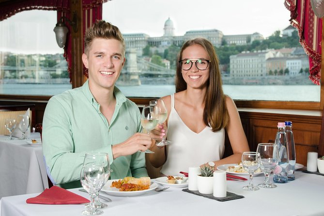 Jewish Heritage Walking Tour and Lunch Cruise on the Danube